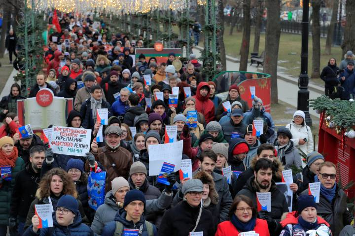 Photo of Moscow protest over Putin's political shake-up diluted amid other demonstrations