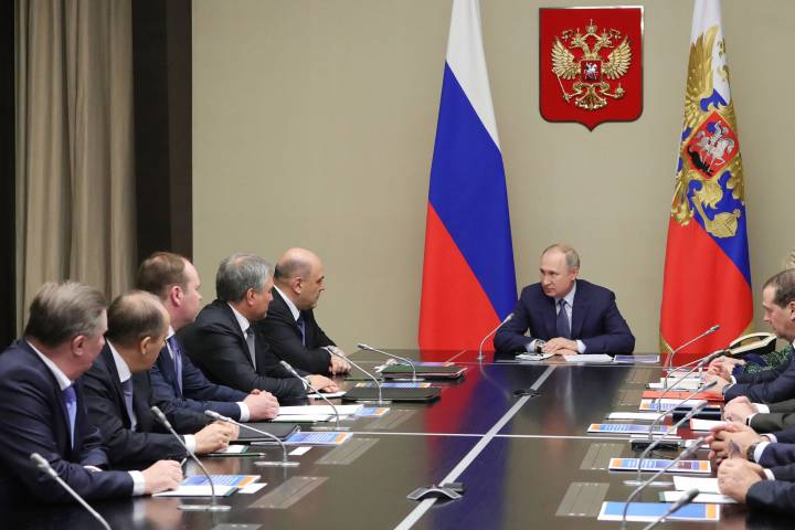 Photo of Putin submits constitutional proposals to parliament that would allow him to retain power