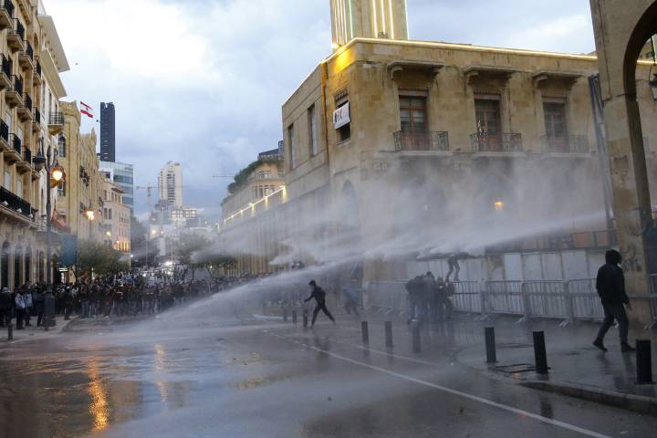 Photo of Protests ramp up amid Lebanon's humiliating financial controls