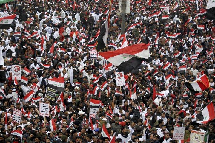 Photo of Thousands protest in Iraq calling for U.S. troops to leave country