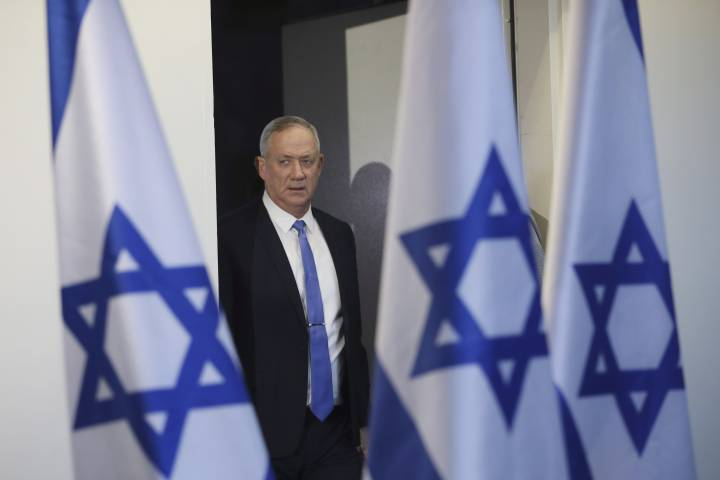 Photo of Netanyahu rival Gantz accepts invitation to meet Trump on peace plan
