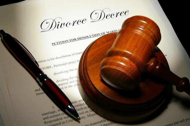 """Photo of Divorce seeking man begs court to save him from """"promiscuous wife"""""""