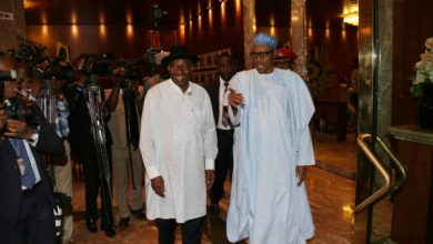 Photo of Former President Jonathan visits Buhari in Aso Rock