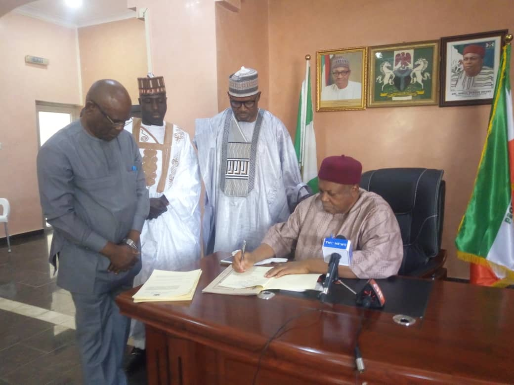 Photo of Gov. Ishaku signs Taraba's N215bn 2020 budget into law