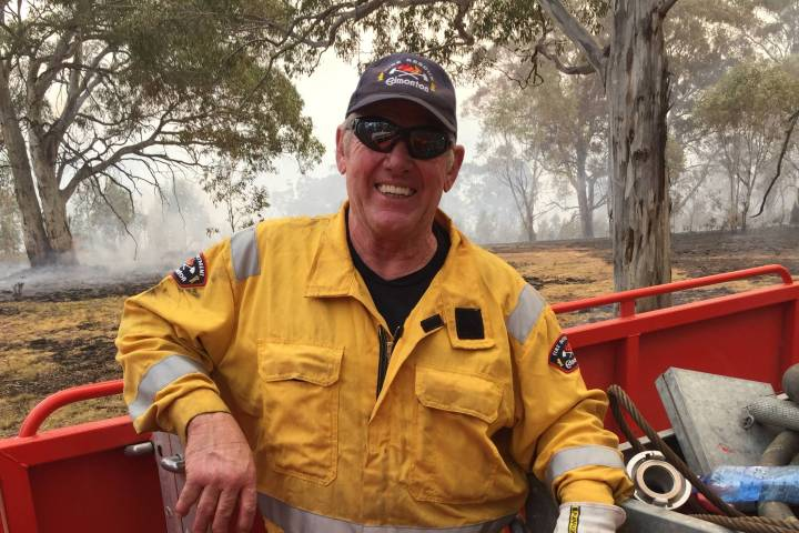 Photo of With no plan in place, a retired Edmonton firefighter flew out to Australia to help fight wildfires
