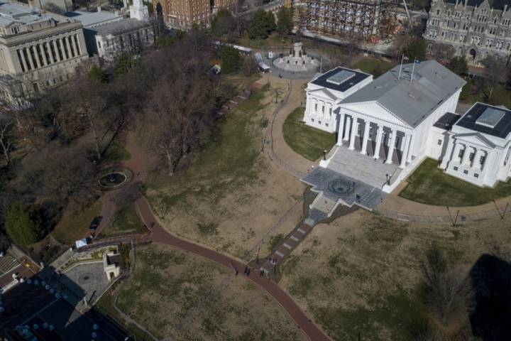 Photo of Virginia rally: Thousands expected to protest plan to pass gun control bills