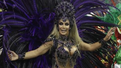 Photo of Brazilian transgender dancer becomes 1st to lead section in renowned Carnival parades