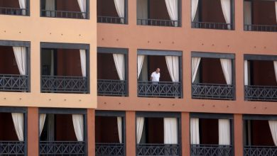 Photo of Some vacationers cleared from quarantined Spanish hotel after virus screening