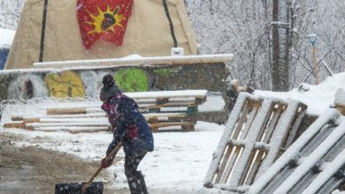 Photo of Wet'suwet'en hereditary chiefs meet for 2nd day with feds over pipeline dispute