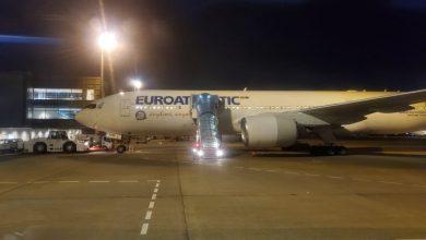 Photo of Edmonton couple boarding plane back to Canada after quarantine on Diamond Princess cruise ship
