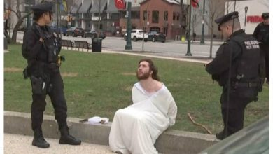 Photo of 'Philly Jesus' thrown out of church for trespassing during mass