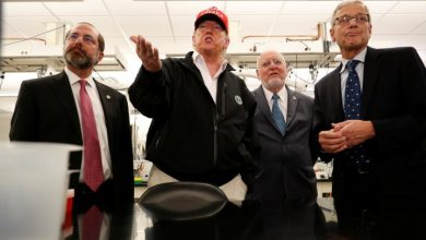 Photo of Trump defends handling of coronavirus; calls Washington governor 'a snake'