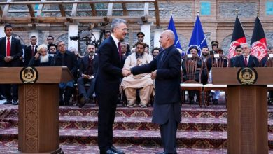 Photo of Afghan president says he won't free Taliban prisoners, marking first snag of peace deal