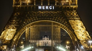 Photo of Coronavirus: Eiffel Tower says 'Merci' to health care workers