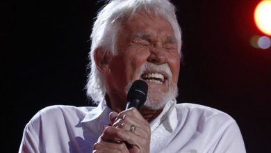 Photo of 'Lucille' singer, actor Kenny Rogers dead at 81