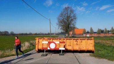 Photo of Dutch-Belgian border village left half-open, half-shut due to coronavirus lockdown