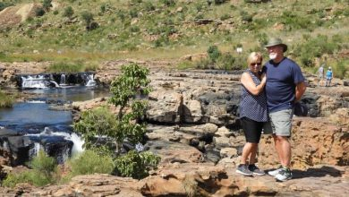 Photo of Edmonton-area couple among Canadians stranded in South Africa amid lockdown