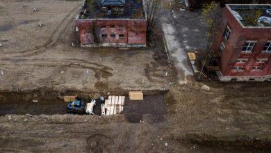 Photo of New York City buries unclaimed coronavirus victims in mass graves