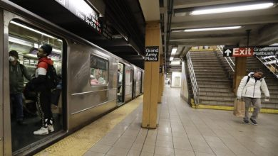 Photo of Coronavirus: New York's subways prove social distancing not always easy