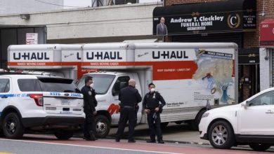 Photo of Police investigate New York City funeral home that stored bodies in trucks: officials