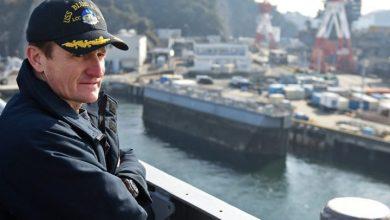 Photo of Fired U.S. navy captain gets hero's goodbye for raising coronavirus alarm on aircraft carrier