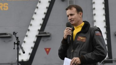 Photo of Fired U.S. navy Capt. Crozier reportedly tests positive for coronavirus