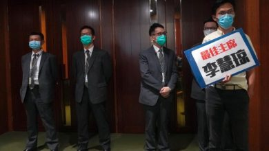 Photo of Hong Kong legislature removes pro-democracy lawmakers from anthem bill debate