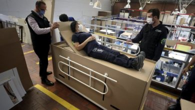 Photo of Colombian company creates hospital beds that can double as coffins