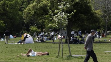 Photo of Coronavirus: With no fear of penalties, Japanese defy stay-at-home requests