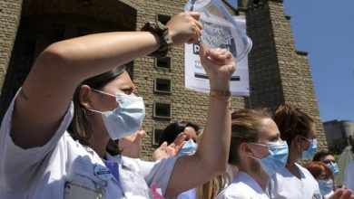Photo of Coronavirus: Hundreds of Paris health-care workers protest for more money, resources