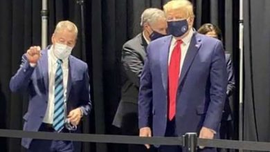 Photo of 'Petulant' Trump wears coronavirus mask in private, but avoids photos at Ford plant