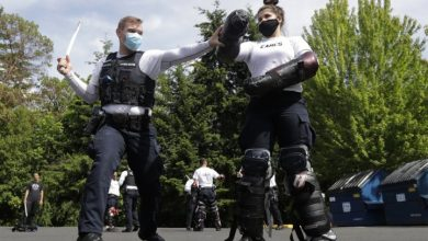 Photo of U.S. police are 'woefully undertrained' in use of excessive force, experts say