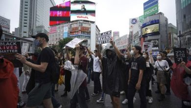 Photo of Anti-racism protesters march in Japan, New Zealand to mourn George Floyd