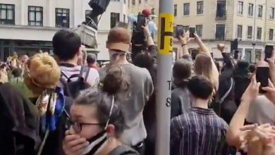 Photo of Statue of slave trader torn down, thrown into river by U.K. protesters