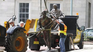 Photo of North Carolina governor has 2 Confederate statues removed after George Floyd protests