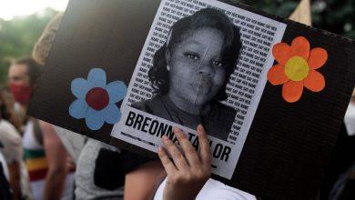 Photo of Louisville council unanimously passes 'Breonna's Law' banning no-knock warrants