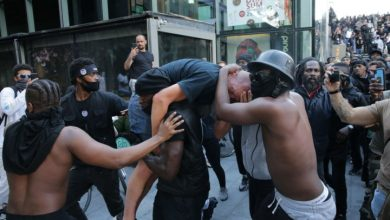 Photo of Black protester carries injured white man through crowd to safety: 'His life was under threat'