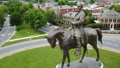Photo of Virginia property owners launch lawsuit to halt Robert E. Lee statue removal