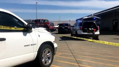Photo of 2 dead, at least 4 injured after shooting at California Walmart distribution centre