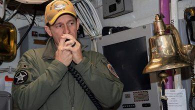 Photo of In reversal, U.S. Navy won't rehire ship captain who oversaw coronavirus outbreak